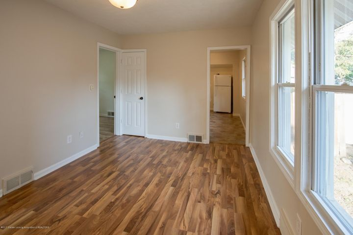 1532 Vermont Ave - Living Room - 3