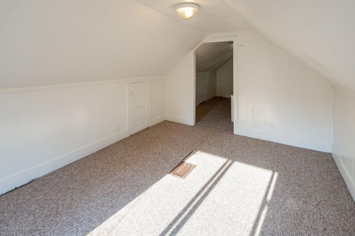 1532 Vermont Ave - Upstairs Bedroom - 8
