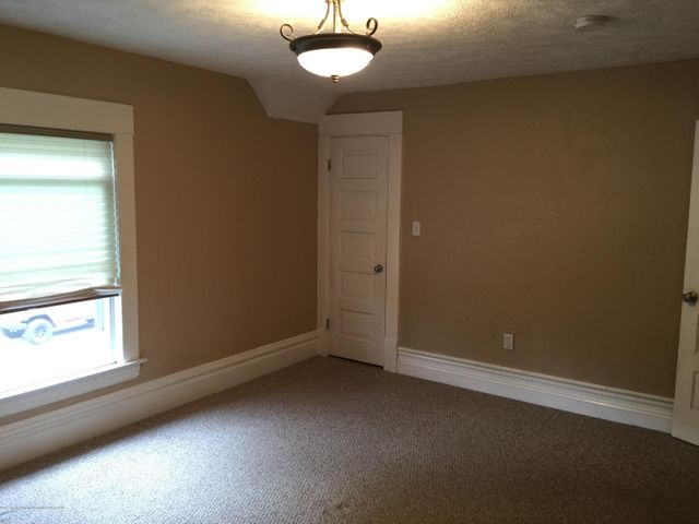 214 Woodlawn Ave - Bedroom 1 - 17