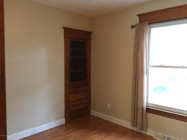 214 Woodlawn Ave - Main level bedroom - 18