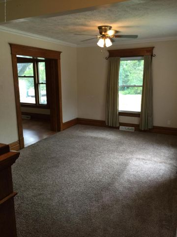 214 Woodlawn Ave - Living Room - 5