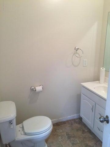 214 Woodlawn Ave - Full Bathroom Main Level - 20