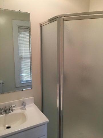 214 Woodlawn Ave - Full Bathroom on Main Level - 21
