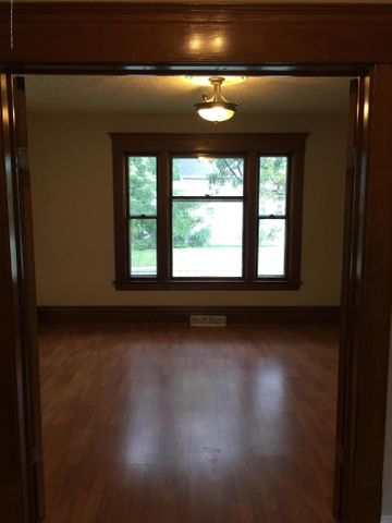 214 Woodlawn Ave - Dining Room - 9