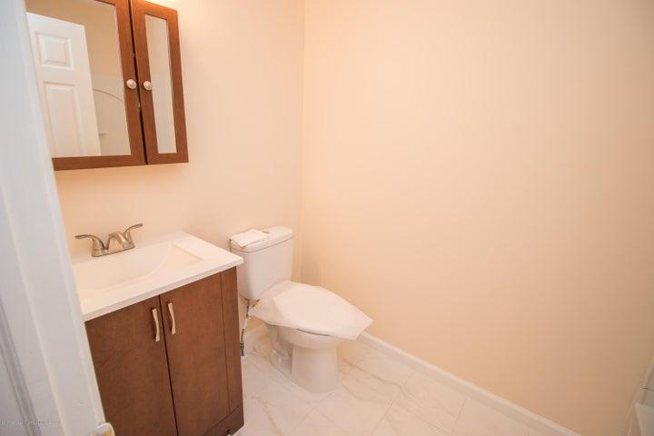 1317 W Kalamazoo St - 2nd Floor Bathroom - 18