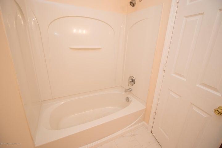 1317 W Kalamazoo St - 2nd Floor Bathroom Tub - 19