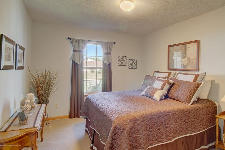 2578 Cunningham Dr - Bedroom - 22
