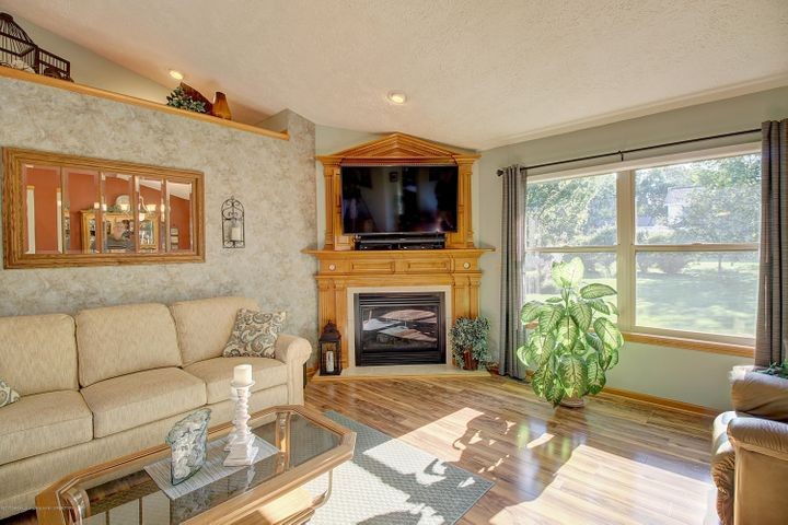 2578 Cunningham Dr - Living Room - 15