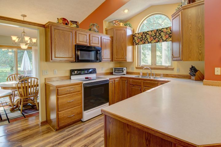 2578 Cunningham Dr - Kitchen - 16