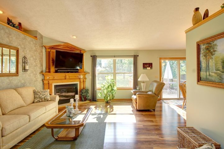 2578 Cunningham Dr - Living Room - 14