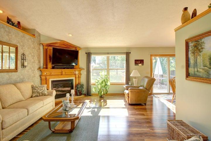 2578 Cunningham Dr - Living Room - 14