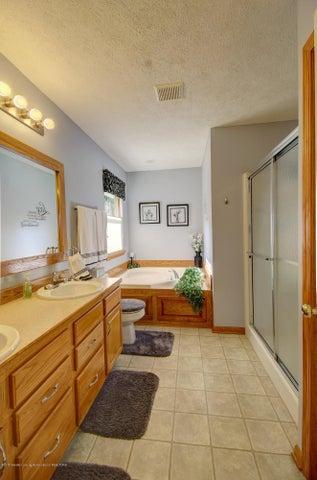 2578 Cunningham Dr - Master Bathroom - 21