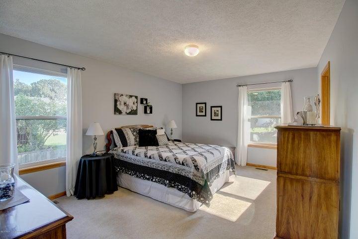 2578 Cunningham Dr - Master Bedroom - 19