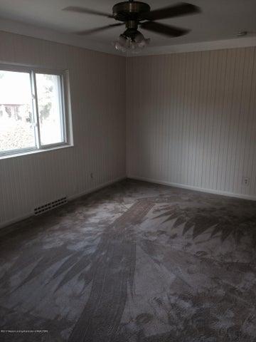 2310 Polly Ave - livingroom - 8