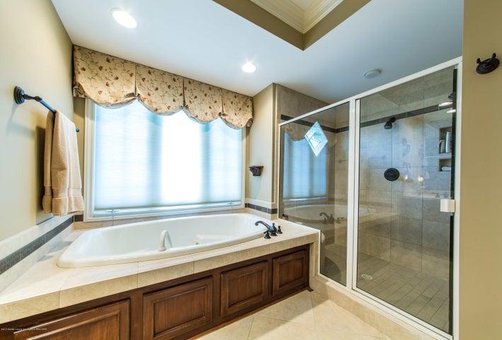 3593 Cabaret Trail - Shower & Tub - 32