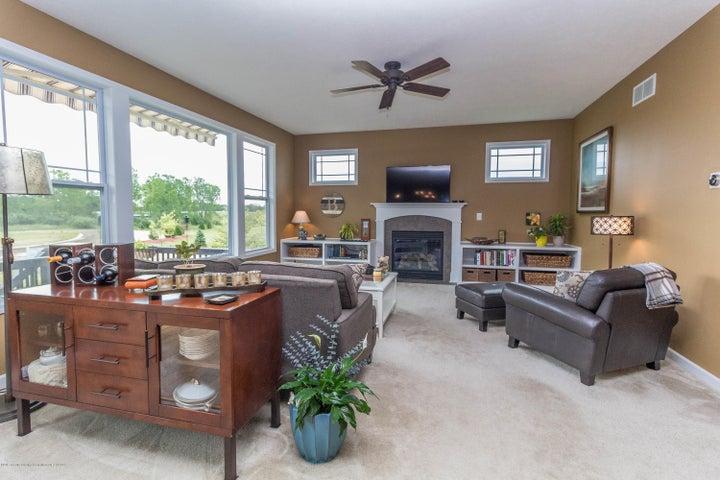 13835 Myrtle Dr - Living room - 5