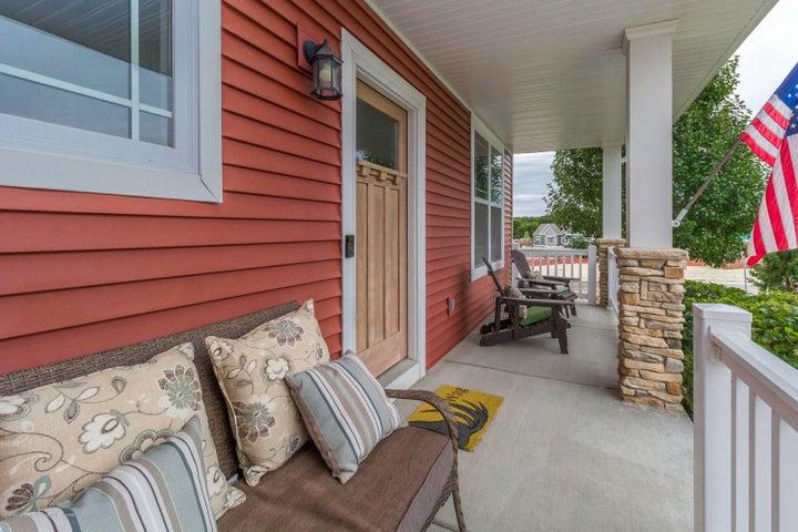 13835 Myrtle Dr - Front porch - 3