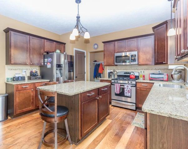 13835 Myrtle Dr - Kitchen area - 9