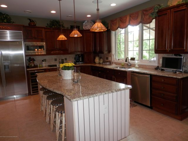 3593 Cabaret Trail - Cherry Cabinetry - 16