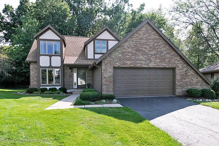 2599 Woodhill Dr - Front Photo - 1