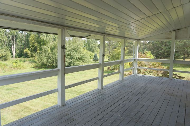 6234 W Grand River Rd - G.River.Covered.Porch - 16