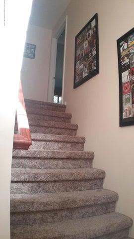 138 Church Hill Downs Blvd - c staircase 2 - 23