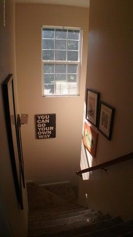 138 Church Hill Downs Blvd - c stair case - 39