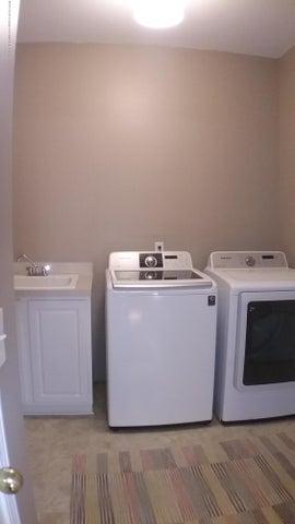 138 Church Hill Downs Blvd - c laundry - 40