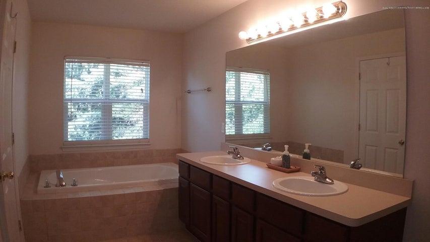 138 Church Hill Downs Blvd - c master bathroom - 29