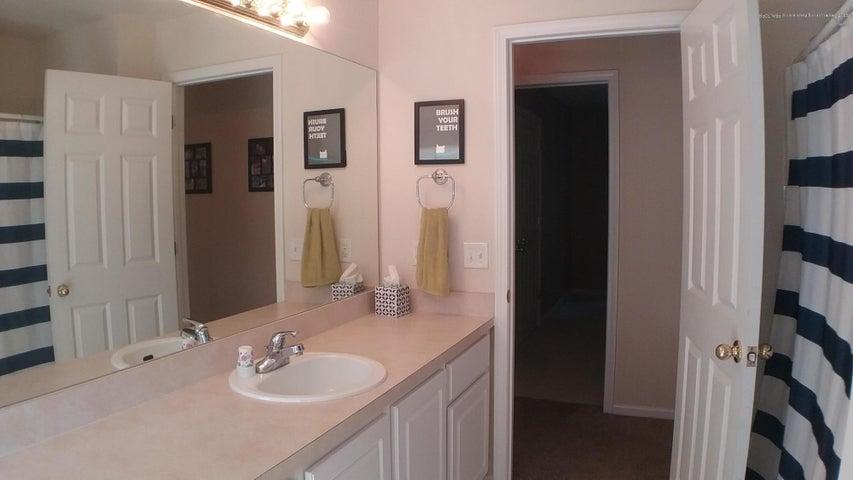 138 Church Hill Downs Blvd - c bathroom 2 - 32