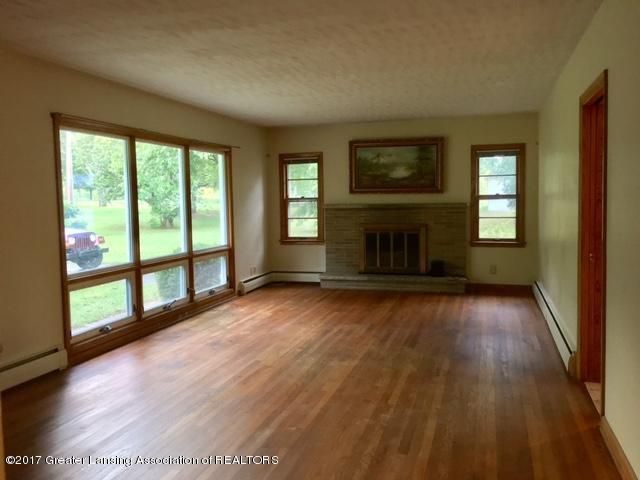 15300 Airport Rd - Living room - 10