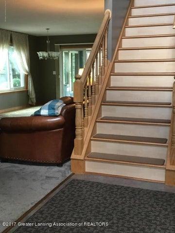 1667 Eifert Rd - foyer steps - 21