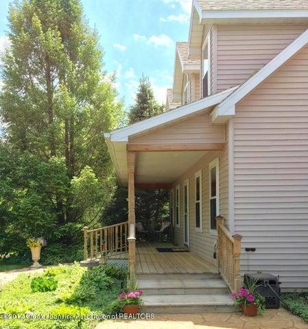 1667 Eifert Rd - covered porch - 49