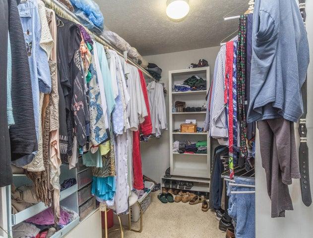 9417 W Scenic Lake Dr - Master closet - 17
