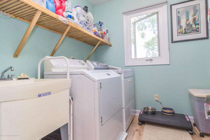 9417 W Scenic Lake Dr - Laundry room - 22