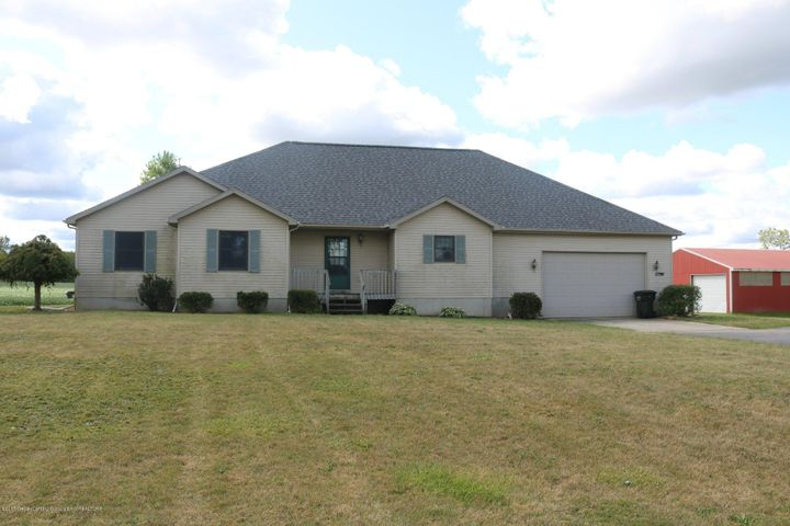 7158 Round Lake Rd - Front - 1