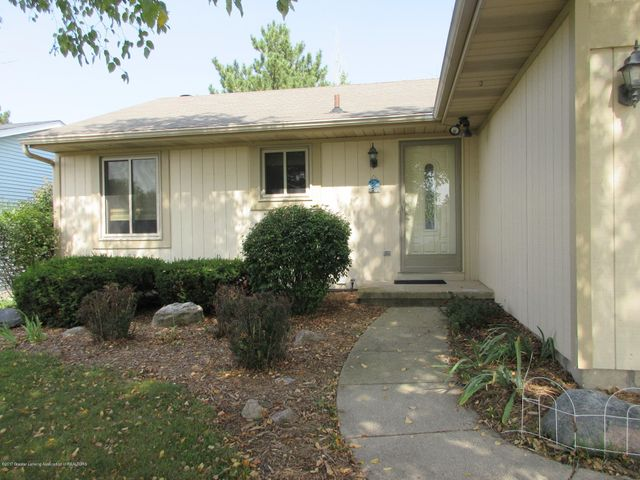 4742 Omar Dr - Welcoming Entrance - 4