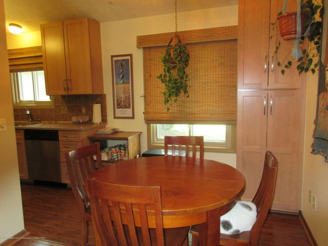 4742 Omar Dr - Extra Cabinets - 12