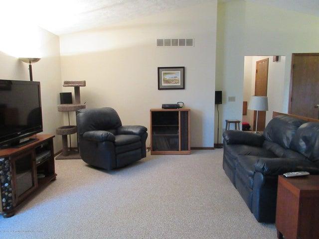 4742 Omar Dr - Spacious Living Room - 14