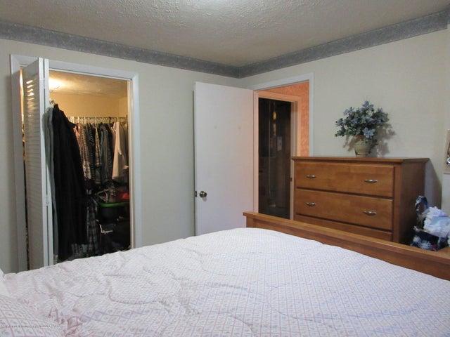 4742 Omar Dr - Large 3rd Bedroom - 32