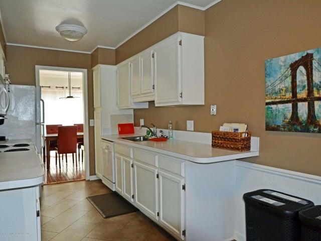 1434 Roxburgh Ave - 10 Kitchen - 10