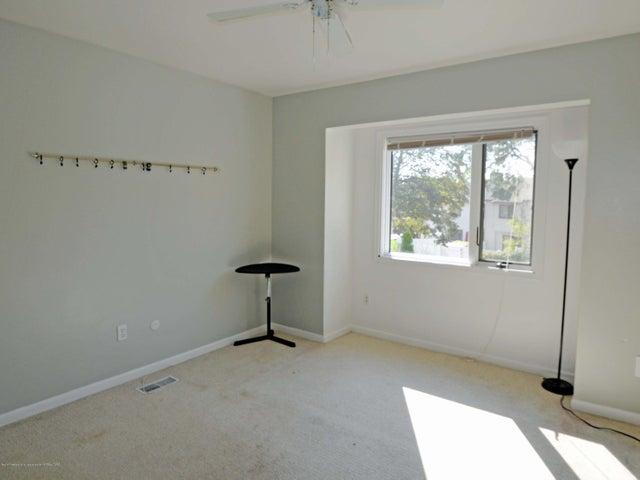 1434 Roxburgh Ave - 17 Bedroom 3 - 17