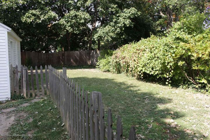 407 Kipling Blvd - backyard - 4