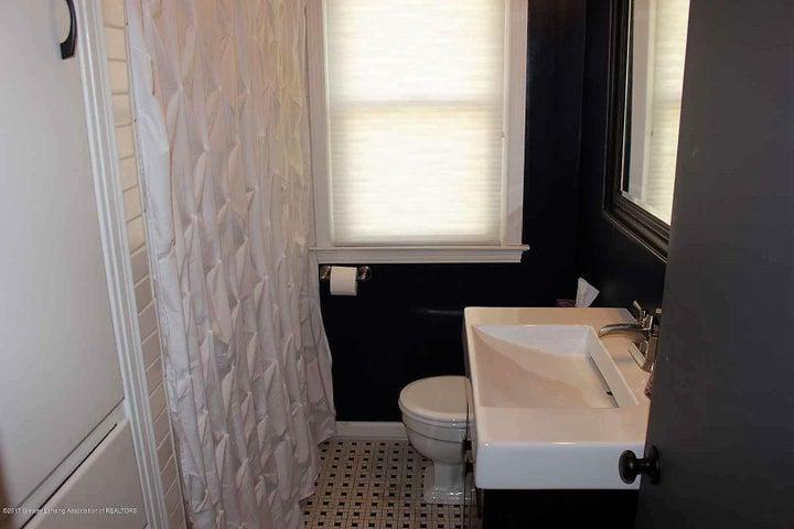 407 Kipling Blvd - bath 1st - 16