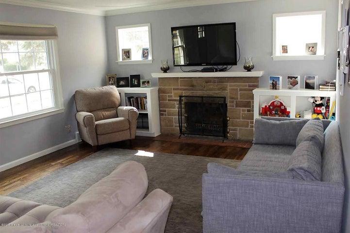 407 Kipling Blvd - living room 2 - 11