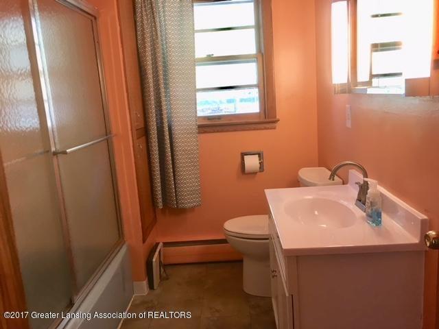 15300 Airport Rd - bathroom - 7