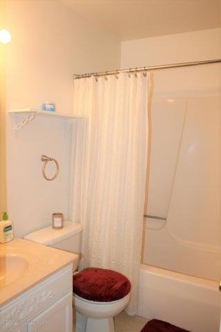 4112 Chickory Ln - Full bath main level - 14