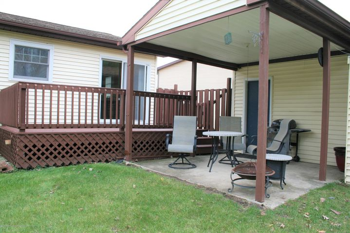 4112 Chickory Ln - Rear yard deck & patio - 23
