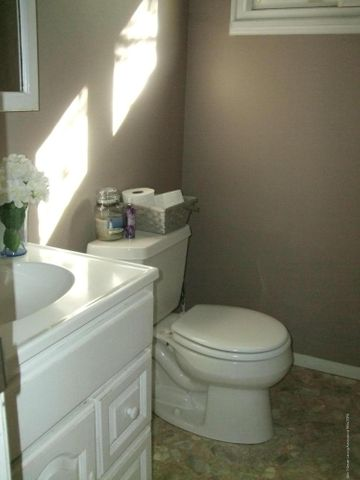 3950 Windward Dr - Half Bath - 7