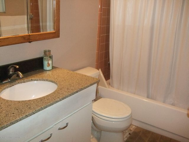 3950 Windward Dr - Full bathroom - 11